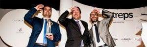 Ramón Solano, Verkaufsleiter von Inmesol, nimmt den Preis Entreps Energy 2015 entgegen