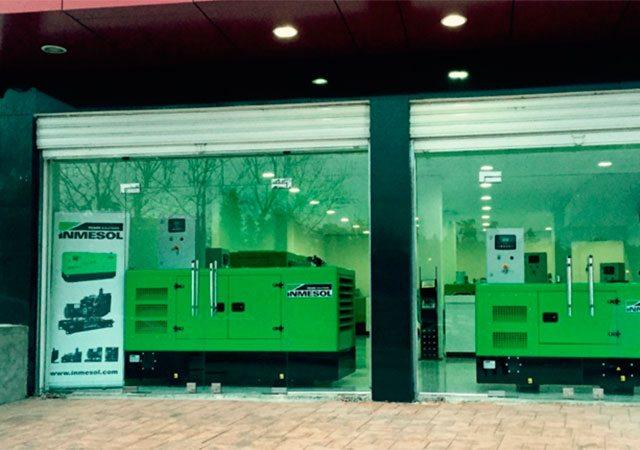 Inmesol-Stromaggregate im Schaufenster der neuen Anlagen unseres Vertriebshändlers