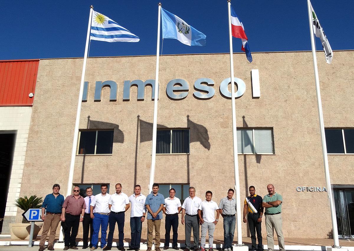 Vertreter der lateinamerikanischen Firmen, welche mit unserer Geschäftsführung und den jeweiligen Leiter, die für den technischen und auch für den kaufmännischen Sektor zuständig sind, sind hier zu sehen