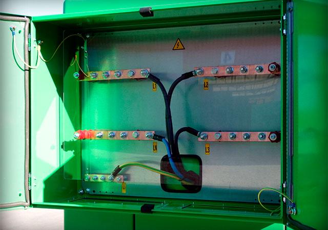 Umfangreicher und wandlungsfähiger Anschluss-Stromkasten
