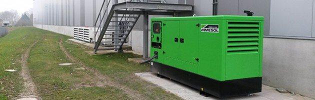INMESOL II-110 Stromaggregat wird außerhalb eines Pharmaprodukte-Distributionslagers bei Werne (Deutschland) installiert
