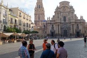 Besuch der im gotischen Stil erbauten Kathedrale von Murcia, Jahrhundert, das im Renaissance- und Barockstil gehalten ist