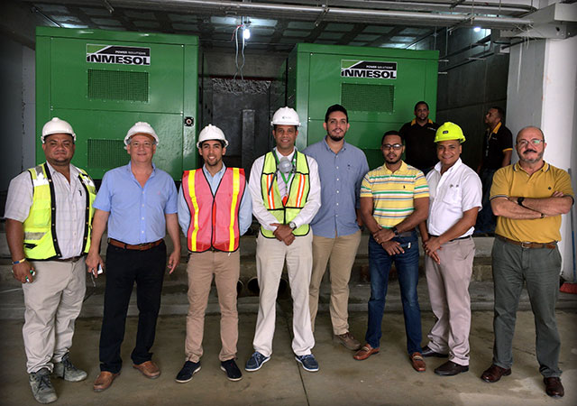 Technische Projektmanager, Krankenhauswartungstechniker, Installateure und technische Vertriebsingenieure nach der Installation und Inbetriebnahme der Aggregate