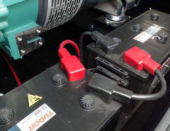Batterien, die den Motor des Stromaggregates starten