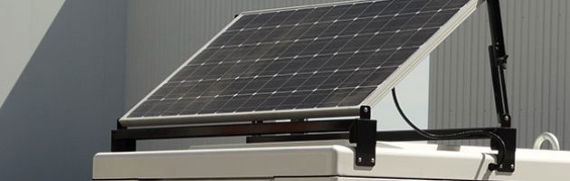 Solarpanel, dass das Batterieladegerät mit Strom versorgt