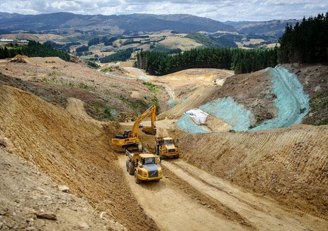 Erdarbeiten auf der Baustelle der Gully-Autobahn